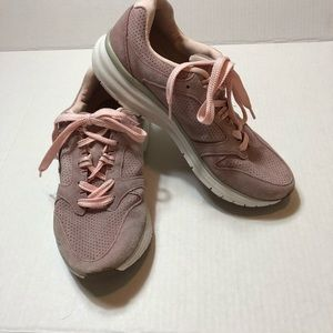 Vionic light pink suede Thrill sneakers